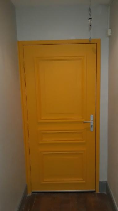 Porte d'entrée du cabinet d'ostéopathie du 15 Avenue de la République, 71200 Le Creusot